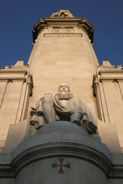Foto de Sculpture of Cervantes on the south-western side of the monument in his nameMadrid - España