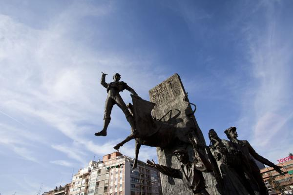 Foto de Bullfighter sculpture in front of the plaza de torosMadrid - España