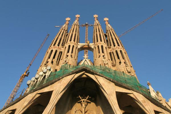 Four towers of the Sagrada Familia seen from below | Sagrada Familia | l'Espagne