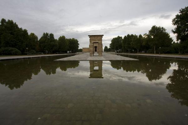Picture of Temple of Debod (Spain): Temple of Debod reflected in the surrounding pond