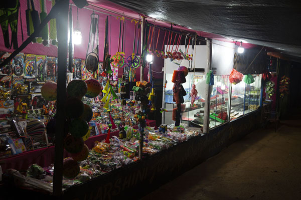 Foto van One of the many shops open for business in the middle of the nightAdam's Peak - Sri Lanka