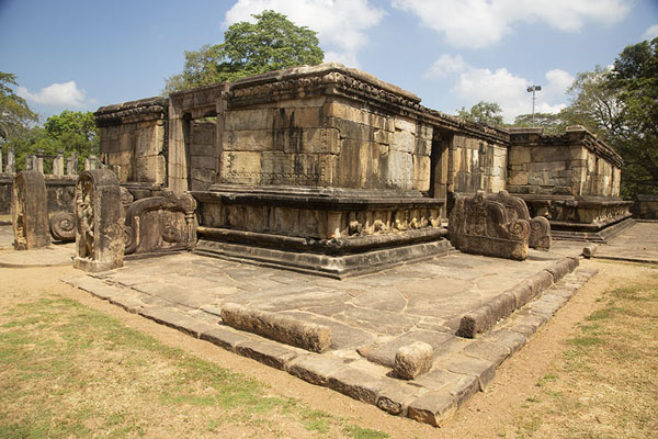 Temple at the Sacred Quadrangle | Ancien ville de Polonnaruwa | Sri Lanka