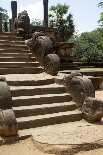 Stairs leading to the Audience Hall | Ciudad vieja de Polonnaruwa | Sri Lanka