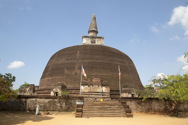 Rankot Vihara is the tallest dagoba of Polonnaruwa | Ciudad vieja de Polonnaruwa | Sri Lanka