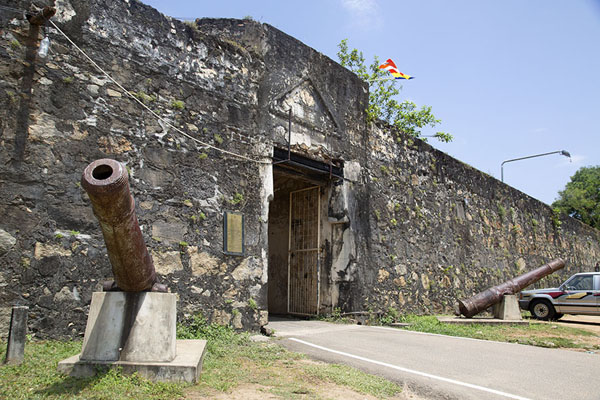 Cannons guarding the entrance to the Dutch fort - 斯里兰卡