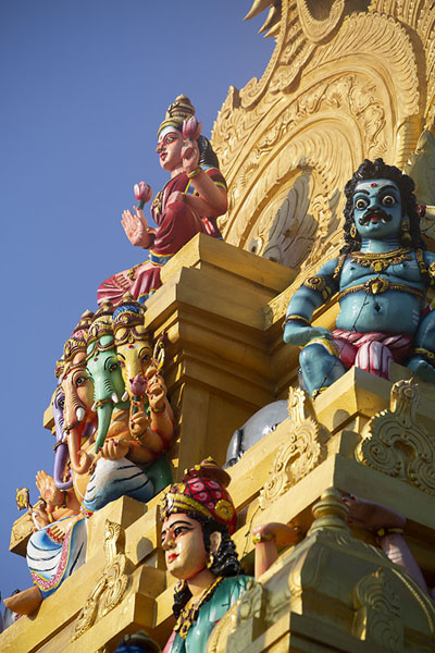 Close-up of the main tower of Anaipanthi Pillaiyar Kovil temle | Batticaloa | 斯里兰卡