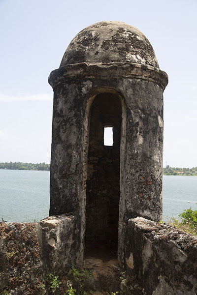 Parapet of the old Dutch fort looking out over the lagoon - 斯里兰卡