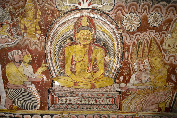 Fragment of the rich frescoes in the Maha Raja Viharaya cave | Temple des grottes de Dambulla | Sri Lanka