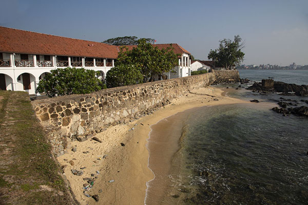 Foto van Small beach with the Dutch hospital at the east side of GalleGalle fort - Sri Lanka