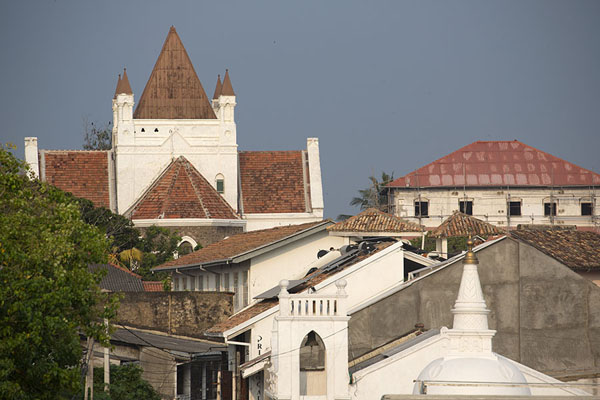 Foto di Looking out over the roofs of Galle from the west sideFortezza di Galle - Sri Lanka