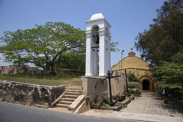 Foto van This  bell rings to warn for tsunamisGalle fort - Sri Lanka