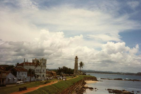 Photo de View of Galle with coastline, colonial buildings, and lighthouseGalle - Sri Lanka