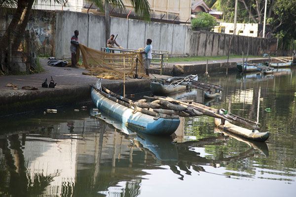 Foto van The Hamilton Canal with a traditional boatNegombo - Sri Lanka