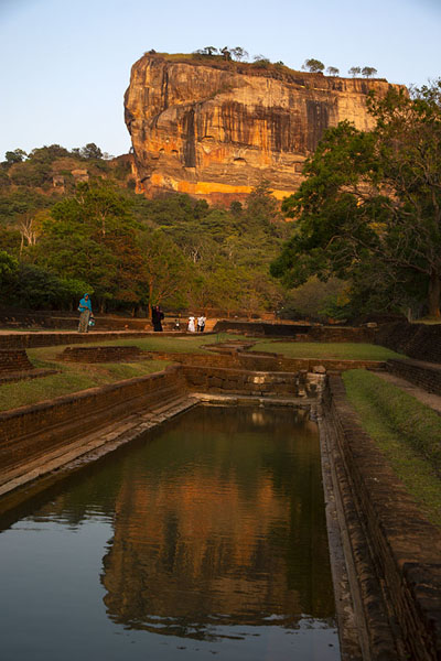 Foto van Sigiriya rock reflected in one of the rectangular ponds in the late afternoonSigiriya - Sri Lanka