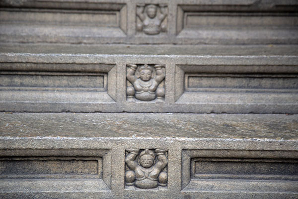 Close-up of stairs in the temple complex | Temple de la Dent du Bouddha | Sri Lanka