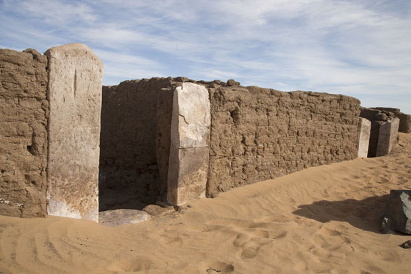 Foto di Some of the houses excavated from the desert sand in Amara WestAbri - Sudan