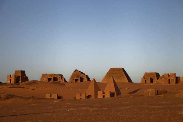 Sunrise over the northern cemetery pyramids | Piramidi di Begrawiya | Sudan