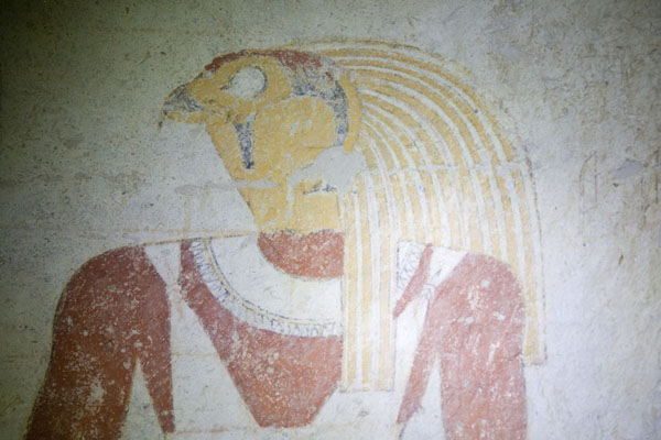 Foto van Detail of a bird-headed figure inside one of the royal tombs of El KurruKurru - Soedan