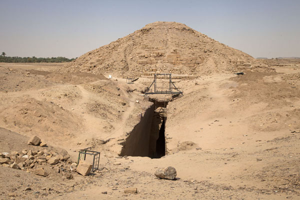 Foto van Archeologists are still working on the pyramid of El KurruKurru - Soedan