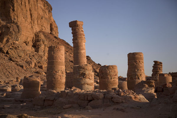 的照片 Columns at the foot of Jebel Barkal - 苏丹