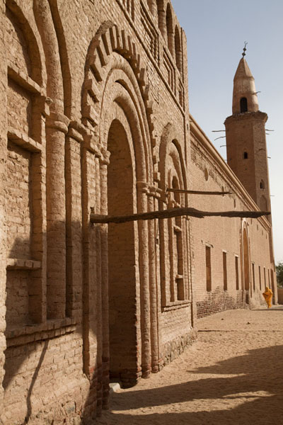 Foto van Looking at the mosque of Khatmiyah with minaret in the backgroundKhatmiyah - Soedan