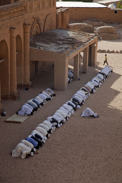 Line of men praying outside the mosque of Khatmiyah | Khatmiyah | Sudan