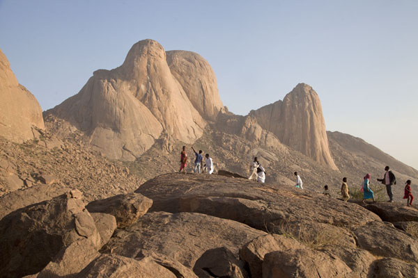 Foto van Kids on the boulders with Taka Mountains in the background - Soedan - Afrika