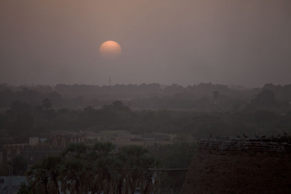 Foto van Sunset over the tomb of Hassan al MirghaniKhatmiyah - Soedan