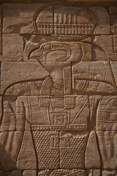 Foto van Horus depicted on an exterior wall of the Lion TempleMusawarat - Soedan