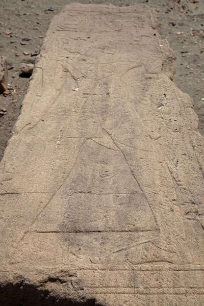 Foto di Figure of a queen carved out in sandstone on Sai IslandSai - Sudan