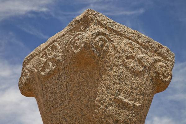 Picture of Sai Island (Sudan): Detailed view of the decorations on the capital of one of the columns of the old church