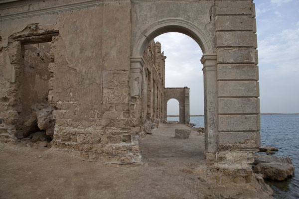 Picture of Looking through an arch of what once was one of the grandest buildings of Suakin
