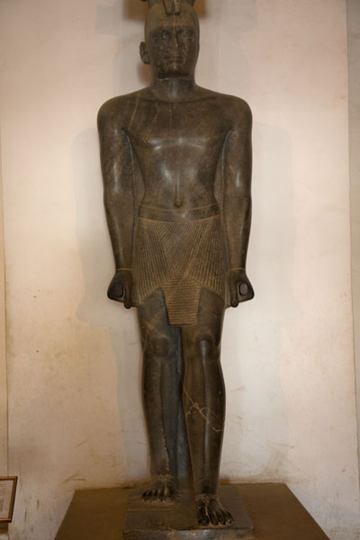 Foto van Statue of King Taharqa in the museumKhartoem - Soedan