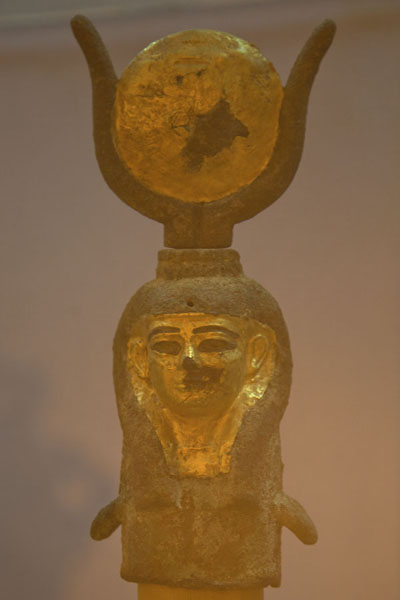 Foto van Golden artifact on display in the museum - Soedan - Afrika