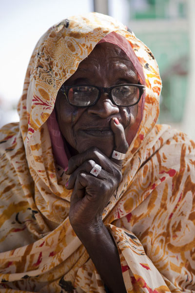 Old lady posing at the mosque of Hamed el Nil | Sudanese people | Sudan