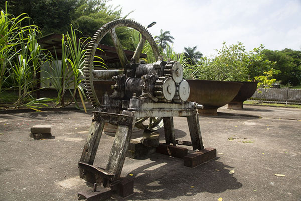 Items used in the production of sugar | Fort Nieuw Amsterdam | Surinam