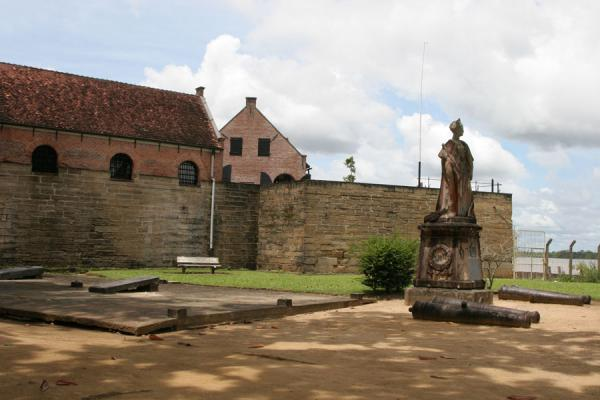 Fort Zeelandia seen from outside with statue of Queen Wilhelmina | Fort Zeelandia | Surinam
