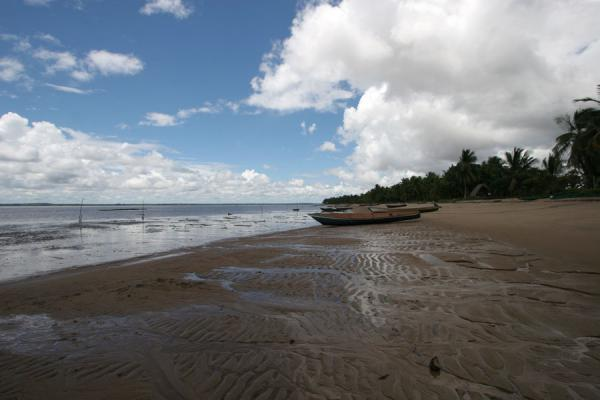 Beach of Galibi at low tide with fisherboats | Galibi | Surinam