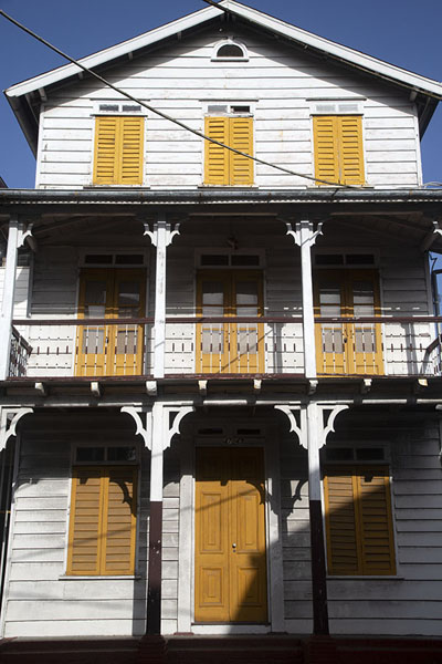 White wooden building with yellow shutters in Paramaribo | Paramaribo Architecture | Suriname