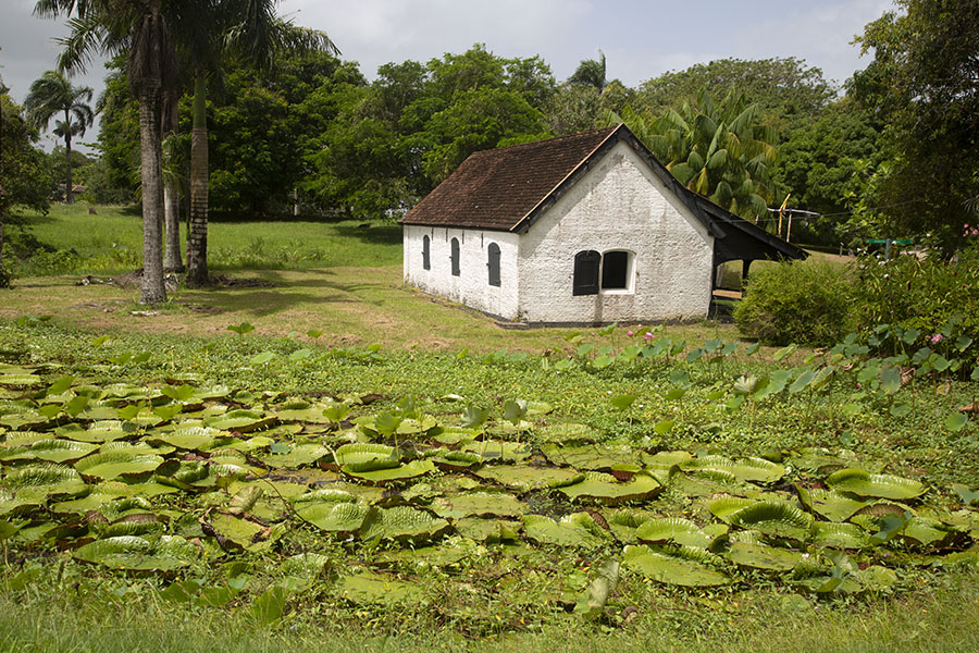 The first powder house of the Fort Nieuw Amsterdam, currently offering an exposition about World War II in Surinam | Forteresse Nieuw Amsterdam | le Surinam