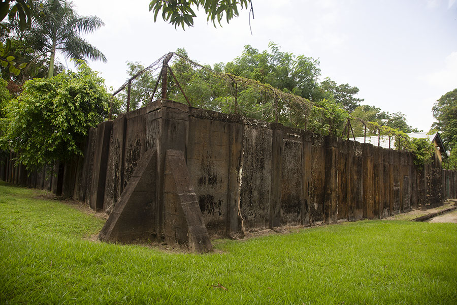 Walls of the prison, in use until the early 1980s | Forteresse Nieuw Amsterdam | le Surinam