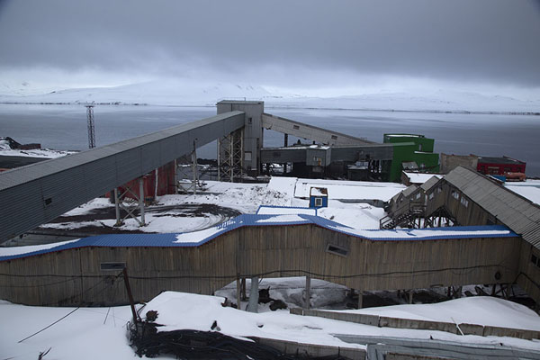 View of the installations for the mine in Barentsburg - 司法勒巴和燕麦言