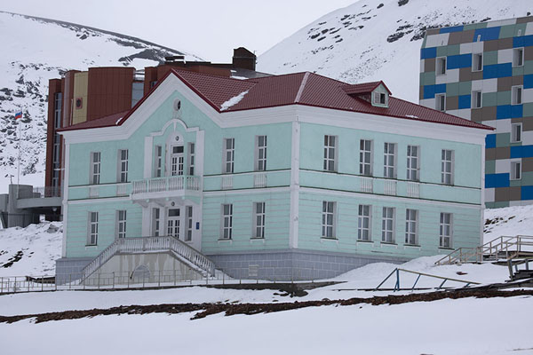 Foto van The former Soviet embassy, which now houses a museumBarentsburg -