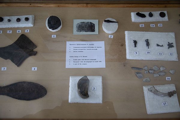 Photo de Items found in the house where Barents and his companions stayed in Nova ZemblaBarentsburg -