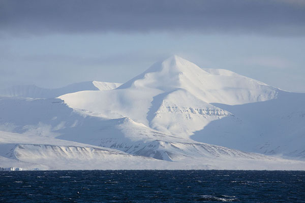 Picture of Billefjorden (Svalbard and Jan Mayen): The east side of Billefjorden with snowy mountains