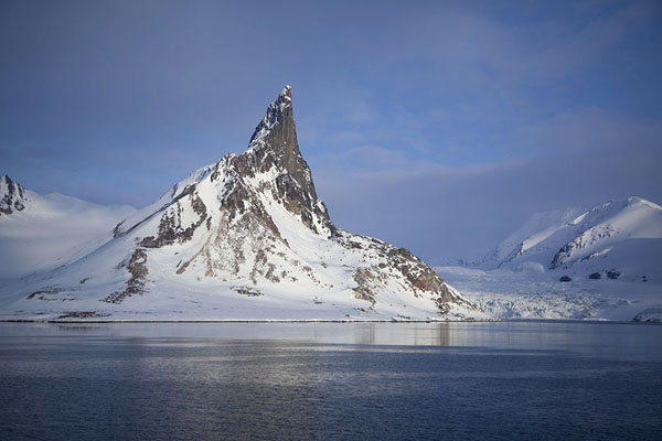Foto di Bautaen mountain with glacier at the south side of HornsundHornsund -