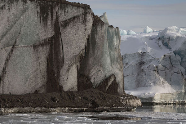 Foto de Iceberg rising from the waters of Mohnbukta bay -  - Europa