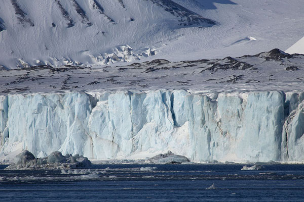 Picture of Negribreen glacier with pieces of ice slowly floating away