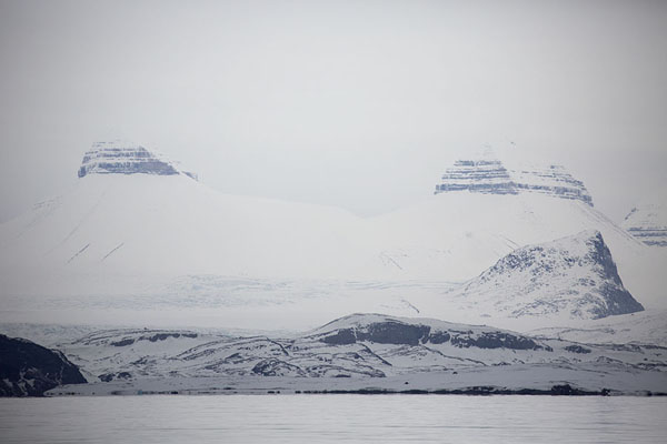 Tre Kroner, or Three Crowns, mountains seen from Kings Fjord, or Kongsfjorden - 司法勒巴和燕麦言