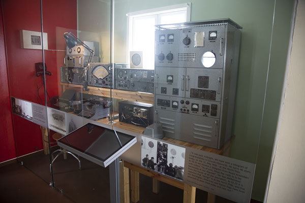 Foto van Communication room used for expeditions to the North PoleNy-Ålesund -